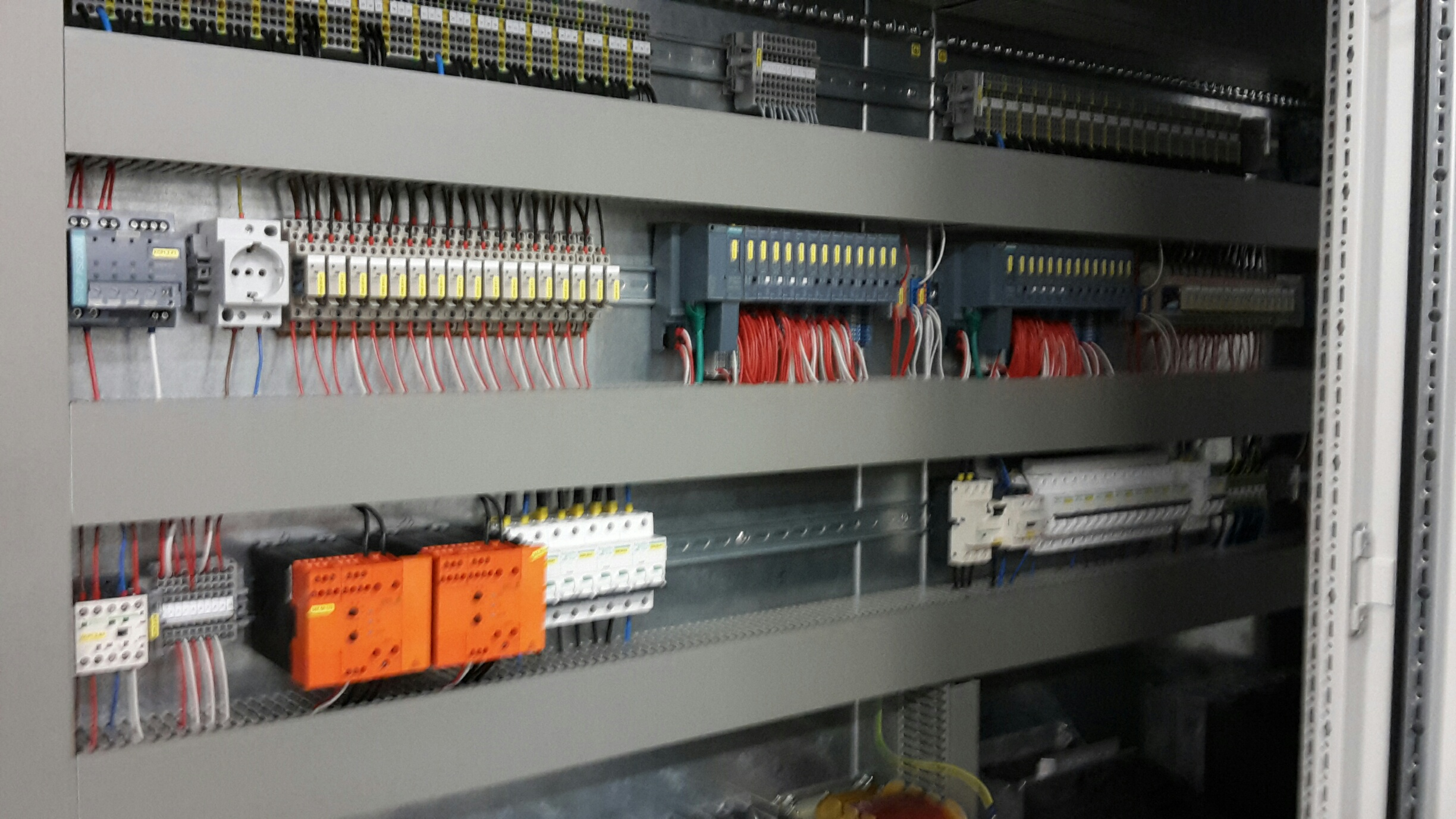 PLC SOFTWARE AND HARDWARE